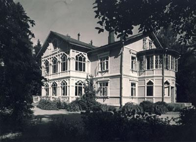 V495_1_Syvaranta_lottaopistona_ulkokuva