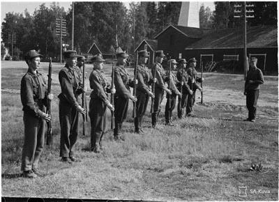 Nuorison valmentamista sotilaiksi (SA-Kuva)